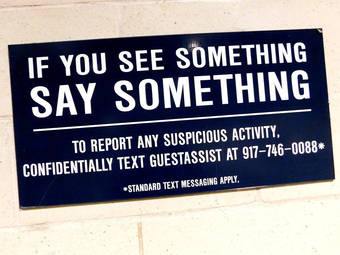 Linie telefoncă gratuită pe Yankee Stadium